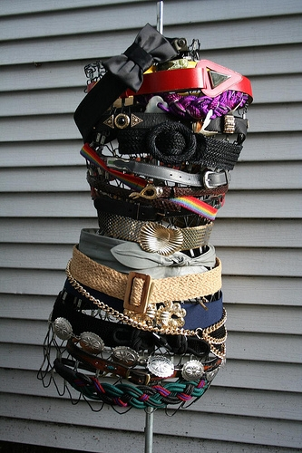 A wire sewing frame becomes a belt display