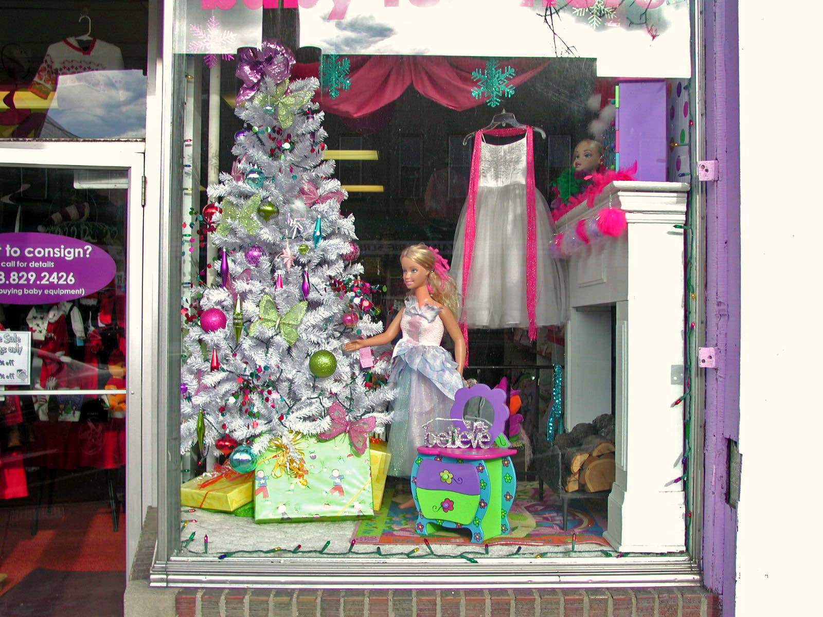 Holiday window displays resale style auntie kate the for Boutique window display ideas
