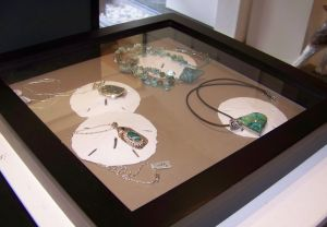 Using natural materials in jewelry displays