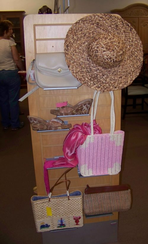 Displaying women's accessories in a thrift store