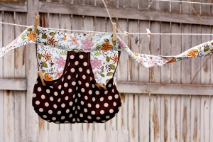 Cute retro clothes pin apron from deliacreates.blogspot.com