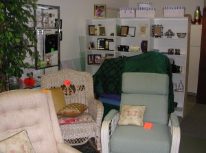This before shot of a consignment shop is just begging for Auntie Kate of TGtbT.com