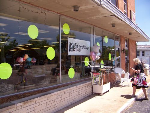 Inexpensive idea for consignment, resale, thrift shop windows