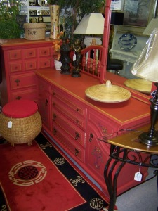 Groupings of home decor and furniture makes it all look so much better in consignment shops!