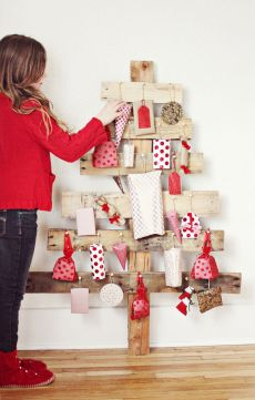Advent tree idea for your consignment shop from TGtbT.com