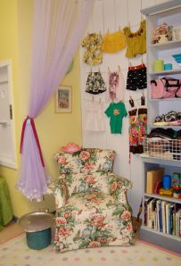 Resalers never waste an inch! Here, the spare 2 feet of wall space has outfits on a clothesline.