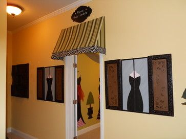 Decorate that blank back wall in your consignment shop temporarily, says TGtbT.com