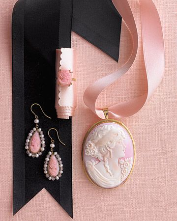 Cameo and ribbon = romantic!