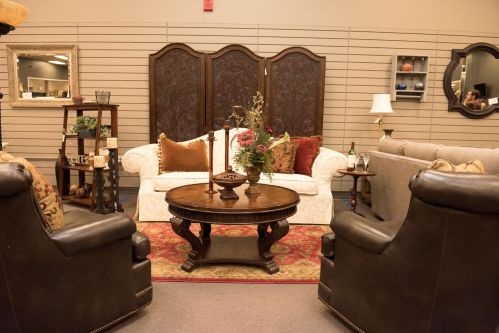 Vignette designed by students at Consign to Design Knoxville TN