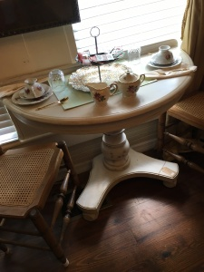 Half a table is sometimes better than one, says Kate Holmes on the Consignment/ Resale blog, TGtbT.blo