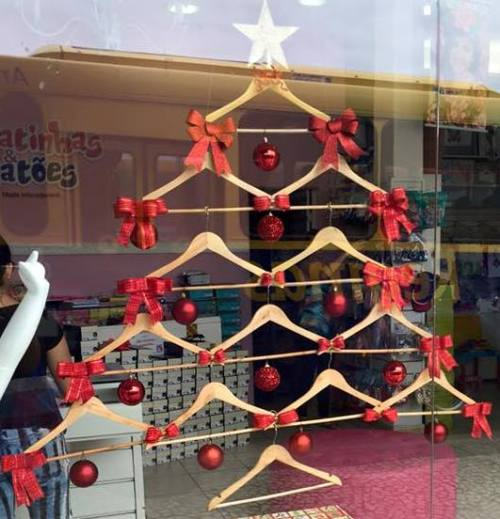 Perfect holiday decor for a consignment or dresale shop says TGtbT.blog